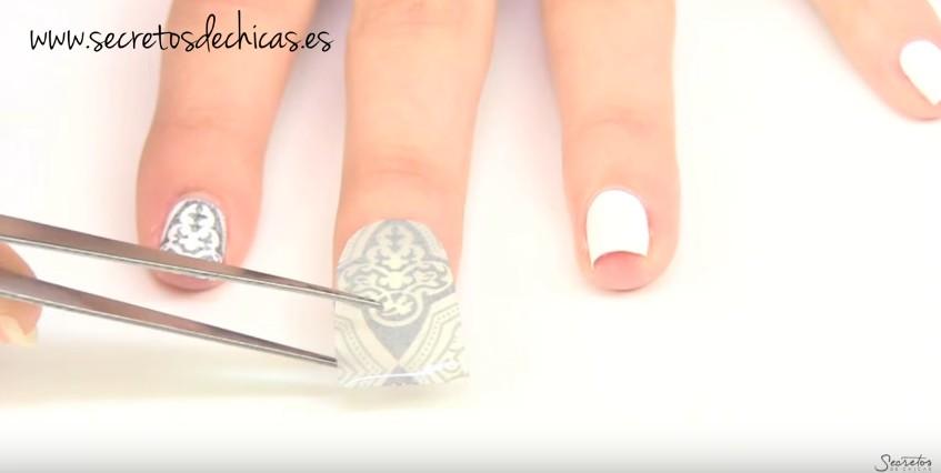 Cómo estampar las uñas en casa 3