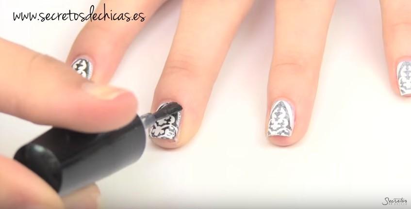 Cómo estampar las uñas en casa 4