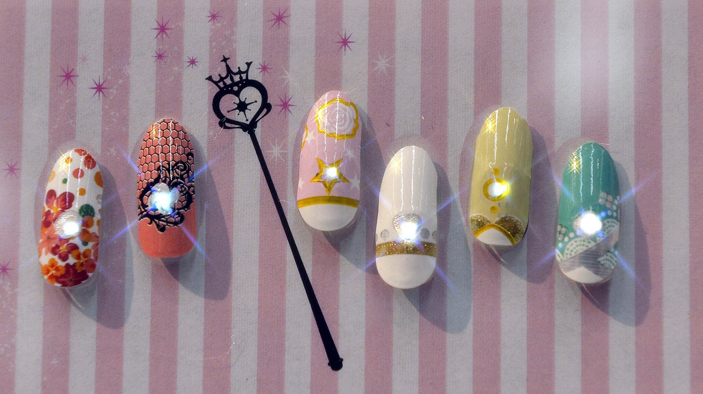 JAPAN-TECHNOLOGY-FASHION-NAILS