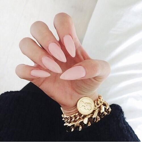 Cómo hacer uñas en forma de almendras