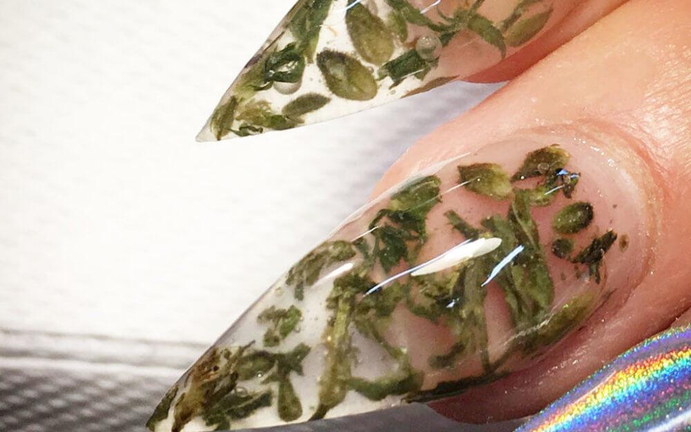 WeedNails uñas con hojas de marihuana 2