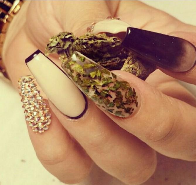 WeedNails uñas con hojas de marihuana 4