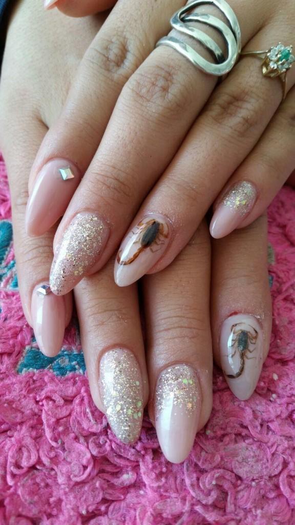 Tendencia en mexico Alacranes vivos en las uñas