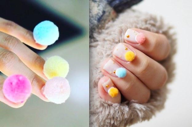Decoracion de uñas con pompones 4