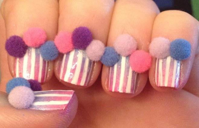 Decoracion de uñas con pompones 6
