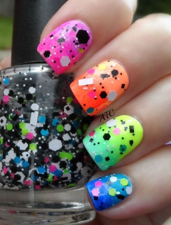 Ideas de uñas multicolores 2